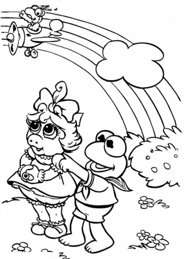 Miss Piggy And Kermit The Frog Looking At The Rainbow In The Muppets Show Coloring Pages
