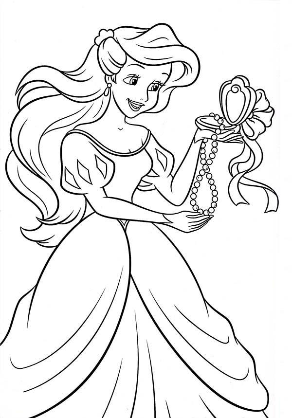 Princess Ariel Open Up Her Present In Princesses Birthday Coloring Pages