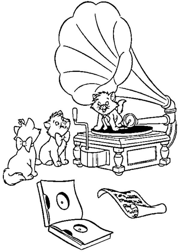The Aristocats Playing Song With Gramophone Coloring Pages